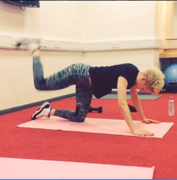 Jej zgrabne ciało to efekt ciężkich ćwiczeń (FOTO+VIDEO)