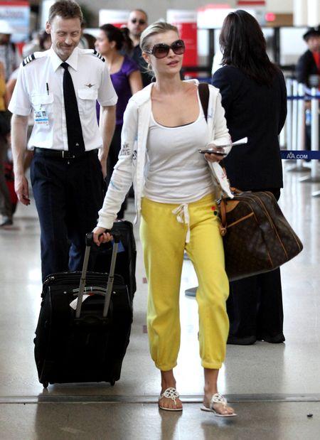 Joanna Krupa w dresach na lotnisku (FOTO)