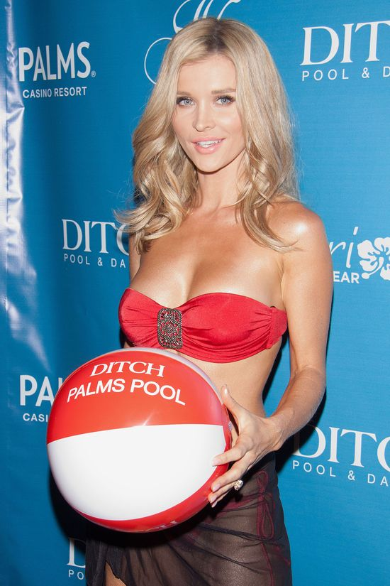 Joanna Krupa w stroju kąpielowym na imprezie (FOTO)