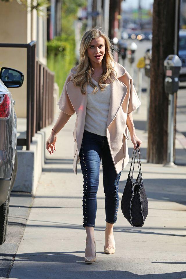 Joanna Krupa wychodzi z kliniki medycyny estetycznej w Beverly Hills (ZDJĘCIA)