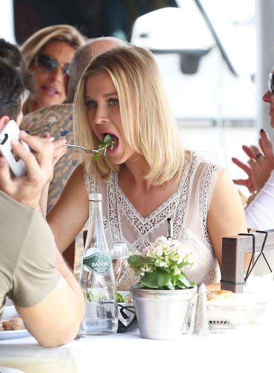 Policjant nie pozwolił Joannie Krupie spokojnie zjeść (FOTO)