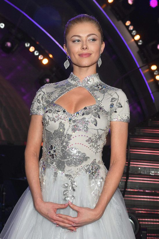 Joanna Opozda pozuje do lipcowego Cosmopolitan (Instagram)