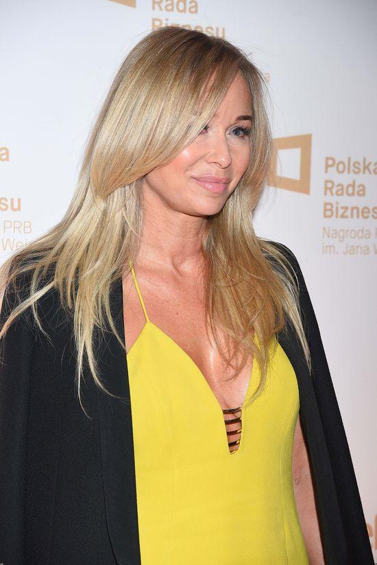 Gładziutka i wydekoltowana Joanna Przetakiewicz (FOTO)