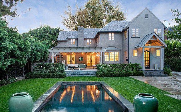 Joe Jonas sprzedaje mieszkanie, bo przypomina mu Gigi?