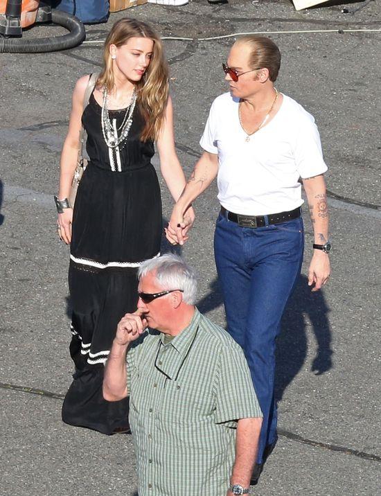Kogo całuje Amber Heard? (FOTO)