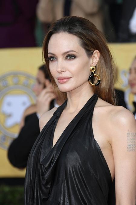 Dzieci Angeliny Jolie uwielbiają jej tatuaże