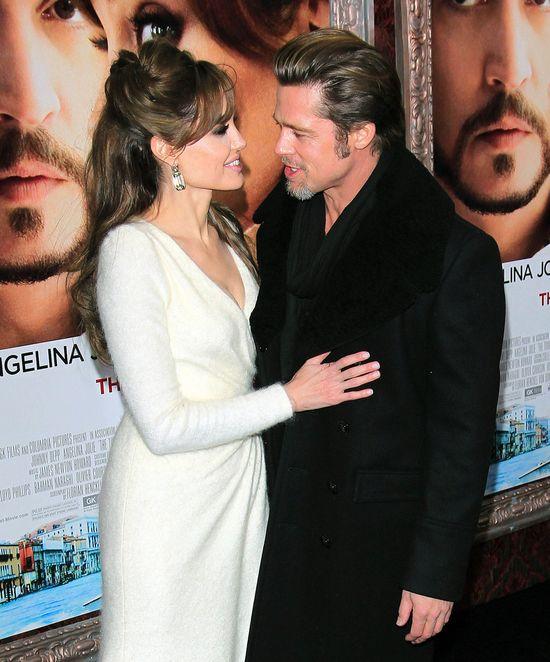 Angelina Jolie chce usunąć także jajniki?