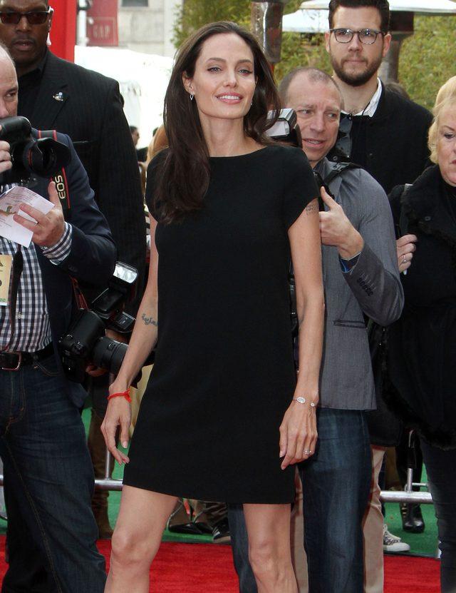 Chude kolana Angeliny Jolie - zn�w b�d� plotki (FOTO)