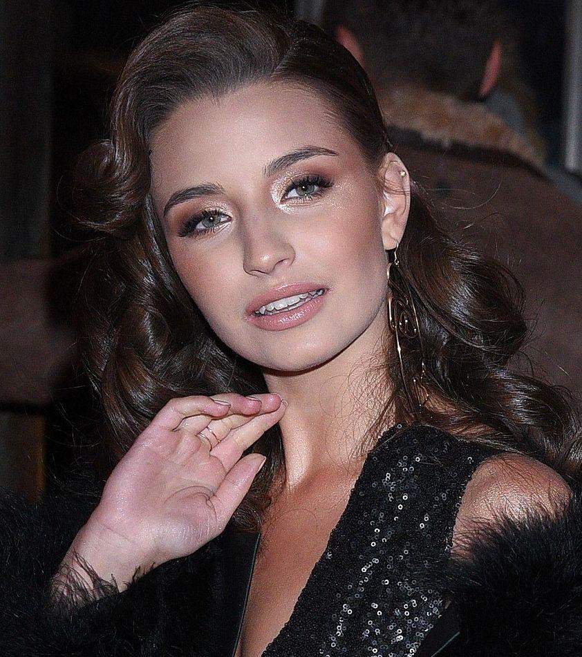 Julia Wieniawa dodała sobie 10 lat makijażem (ZDJĘCIA)