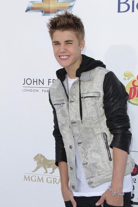 Bieber nosi polską koszulkę za 60 złotych (FOTO)
