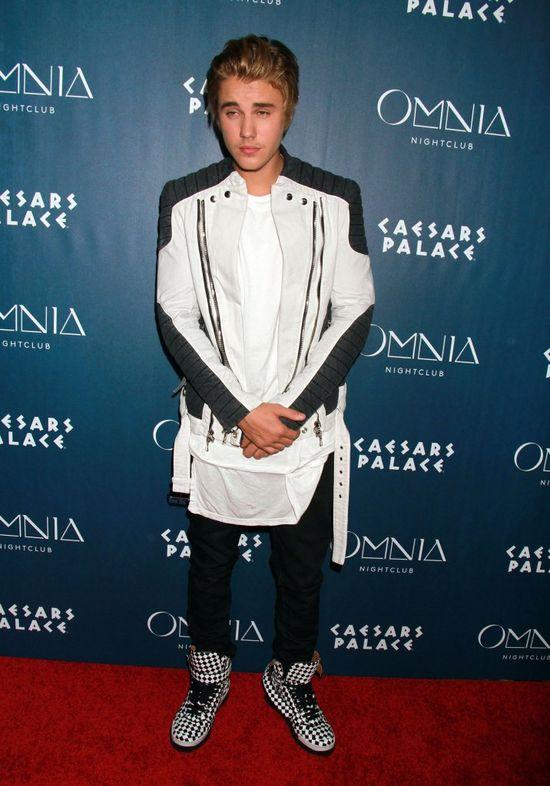 Emmy Rossum nie pójdzie do Biebera po szklankę cukru