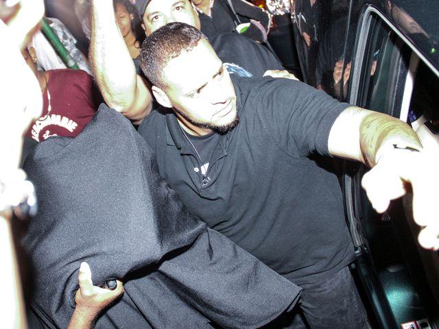 Justin Bieber wymyka się z BURDELU (FOTO)