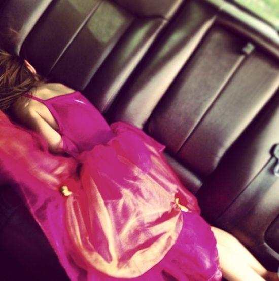 Tajemnicza dziewczyna na kanapie Justina Biebera (FOTO)
