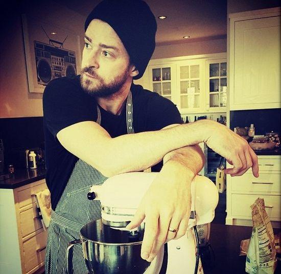 Justin Timberlake gotuje w czapce