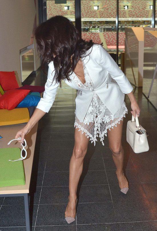 Kto powiedział, że po 40. nie wypada chodzić w szortach? (FOTO)