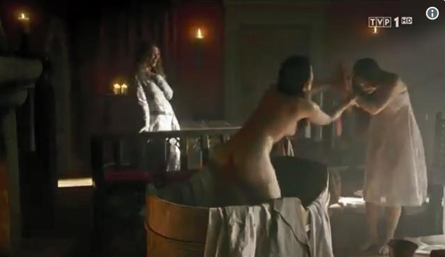 Naga pupa i piersi Lasoty w Koronie Królów!