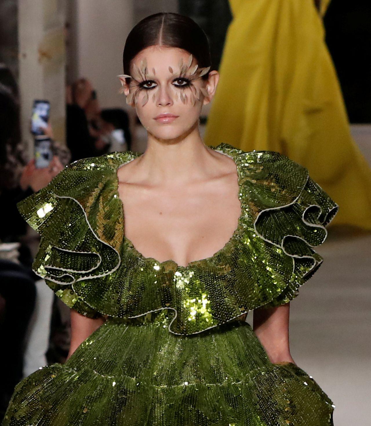 17-letnia Kaia Gerber na wybiegach Chanel i Valentino na paryskim Fashion Week