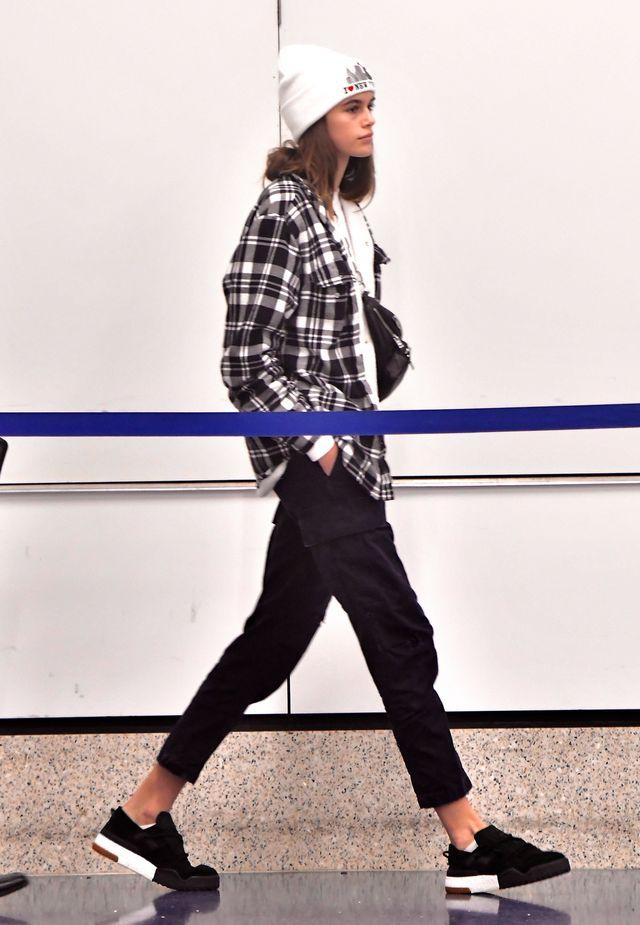 Wygłodzona Kaia Gerber RZUCIŁA SIĘ na jedzenie podczas Fashion Week