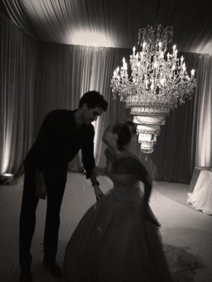 Kaley Cuoco chwali się zdjęciami ze ślubu (FOTO)