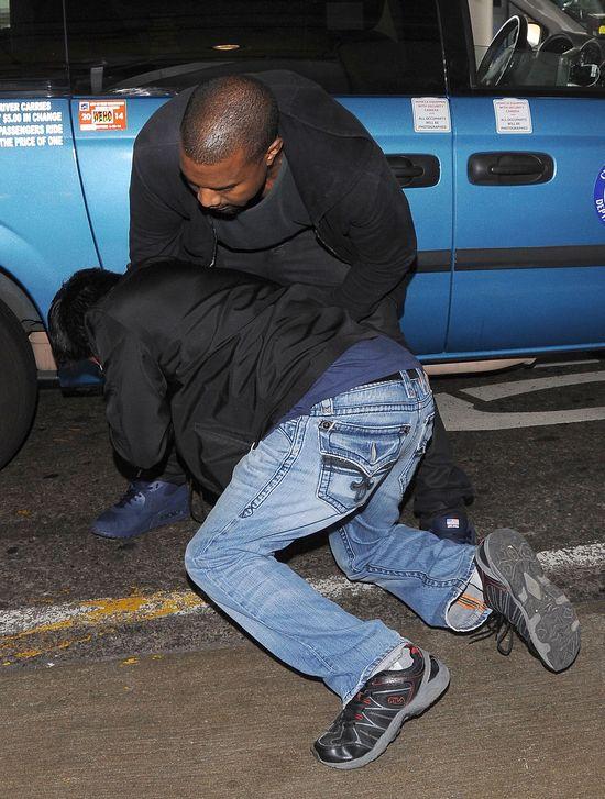 Kanye West śpi na podłodze