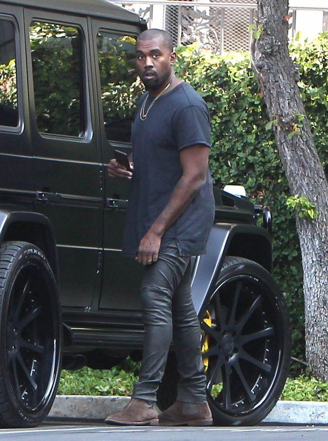 Kanye West kontroluje swoją żonę na każdym kroku