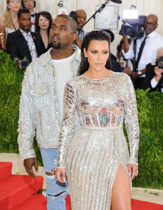 Kanye oszala�, gdy zobaczy� T� kobiet�. Kim nigdy nie by�a tak zazdrosna