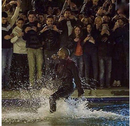 Kanye West w Armenii próbował chodzić po wodzie (VIDEO)