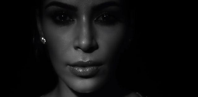 Kanye West wypu�ci� nowy klip, kt�ry WGNIATA W FOTEL (FOTO)