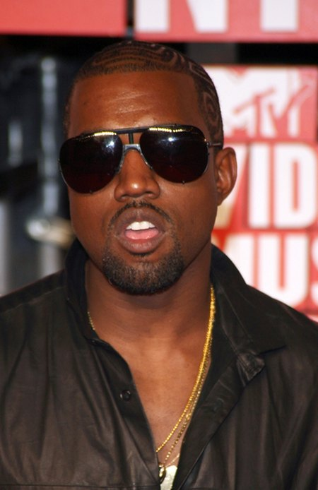 Kim Kardashian kupi�a Kanye Westowi prezent za 750 tysi�cy
