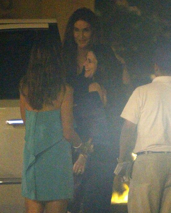 Caitlyn Jenner imprezuje z Kourtney i jej kole�ankami (FOTO)