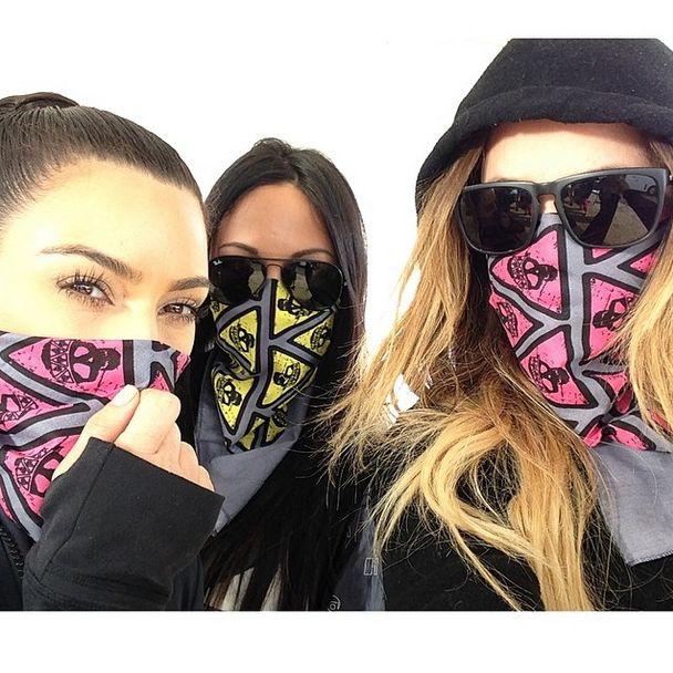 Co powiecie na Kardashianki tarzające się w błocie? (FOTO)