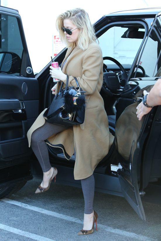 Dekolt Khloe czy nogi Kourtney? (FOTO)
