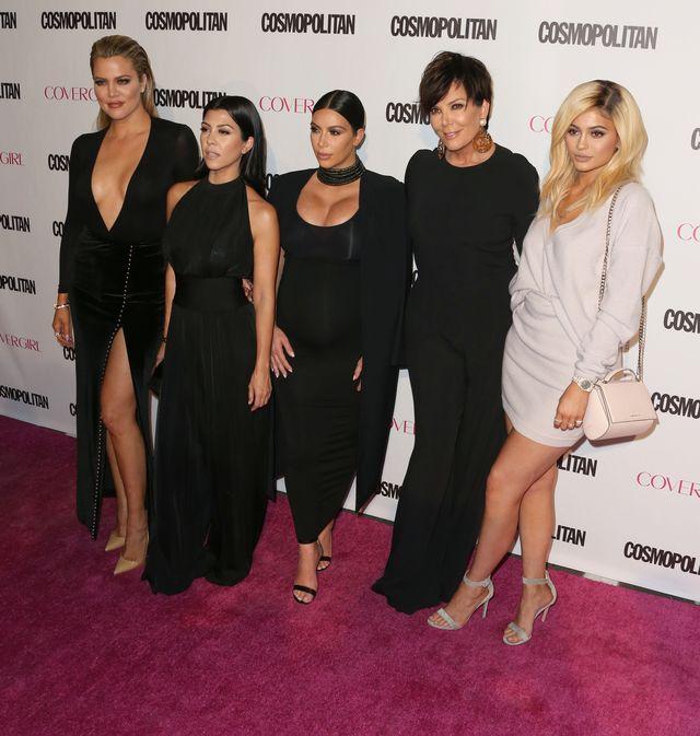 Kardashianki zaw�adn�y �ciank� na 50. urodzinach Cosmo FOTO
