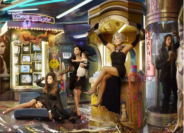 Znaczenie świątecznej kartki Kardashianów jest niepokojące