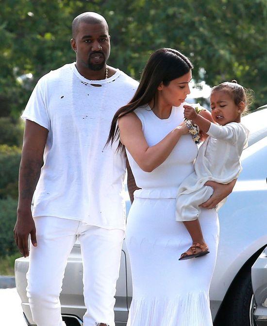 Rodzina Kardashianów zrobiła cyrk pod kościołem (FOTO)