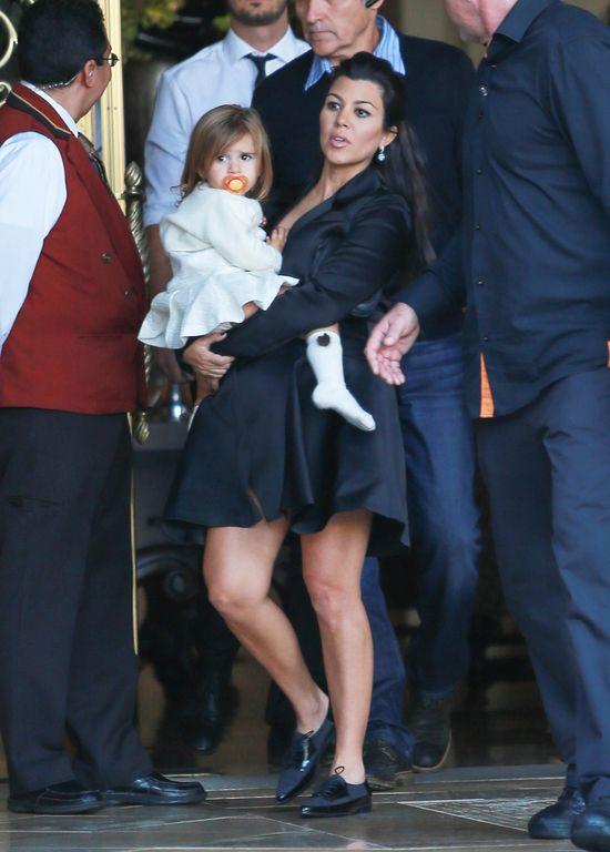 Na baby shower Kourtney Kardashian powiało nudą (FOTO)