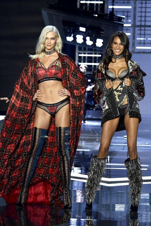 Powrót w wielkim stylu, czuli Karlie Kloss na pokazie Victoria's Secret