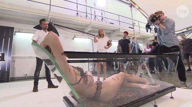 Karolina z Top Model pozuje cała w... ROBAKACH!