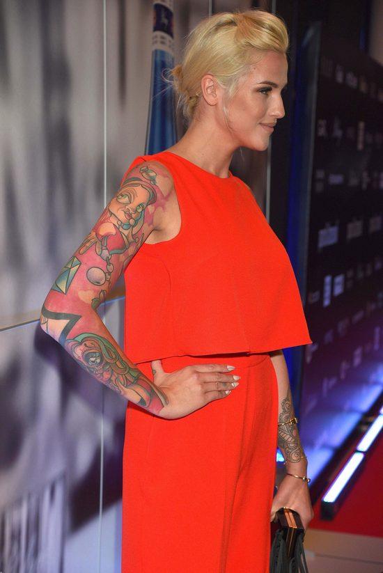 Nie zgadniecie, ile czasu Karolina Gilon spędziła w salonie tatuażu (Instagram)
