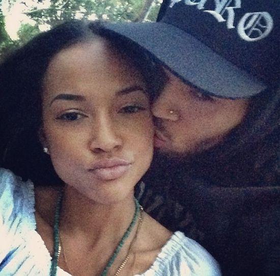 Chris Brown rozstałby się z Tran, gdyby zaszła w ciążę