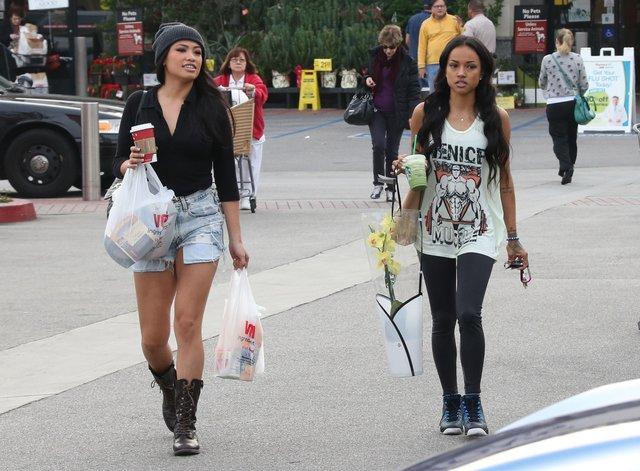 By�a dziewczyna Chrisa Browna nie wygl�da na smutn� (FOTO)