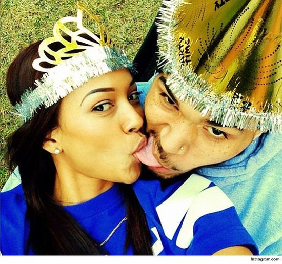 Chris Brown zza kratek do Karrueche: Kocham Cię!