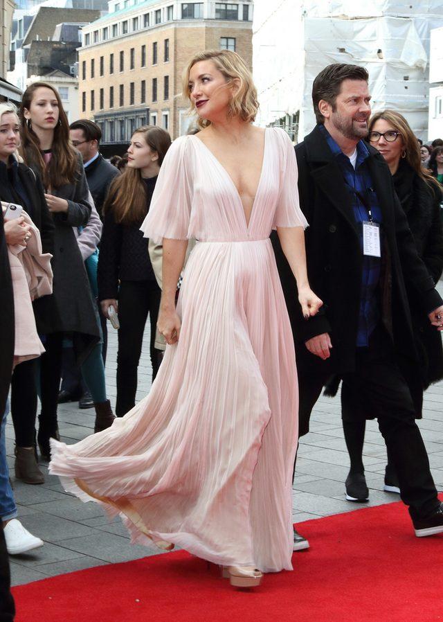 Zjawiskowa suknia! Która aktorka wybrała tak piękną kreację?