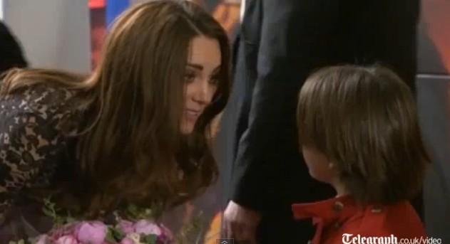 Elegancka Kate Middleton na premierze filmu War Horse (FOTO)