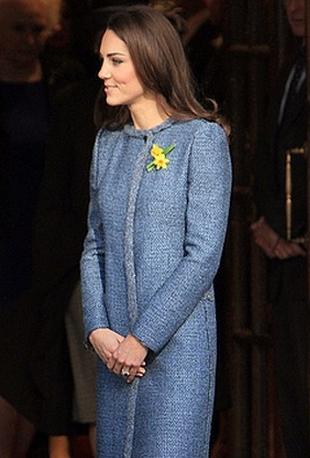 Królowa Elżbieta celowo upokarza Kate Middleton