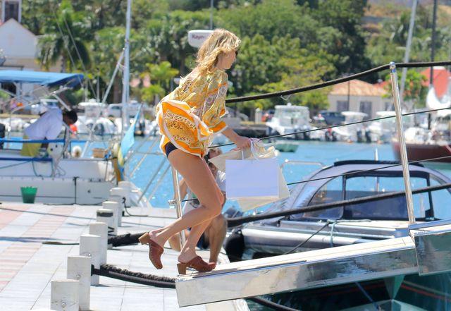 Wakacje gwiazdy: Kate Moss na jachcie (FOTO)