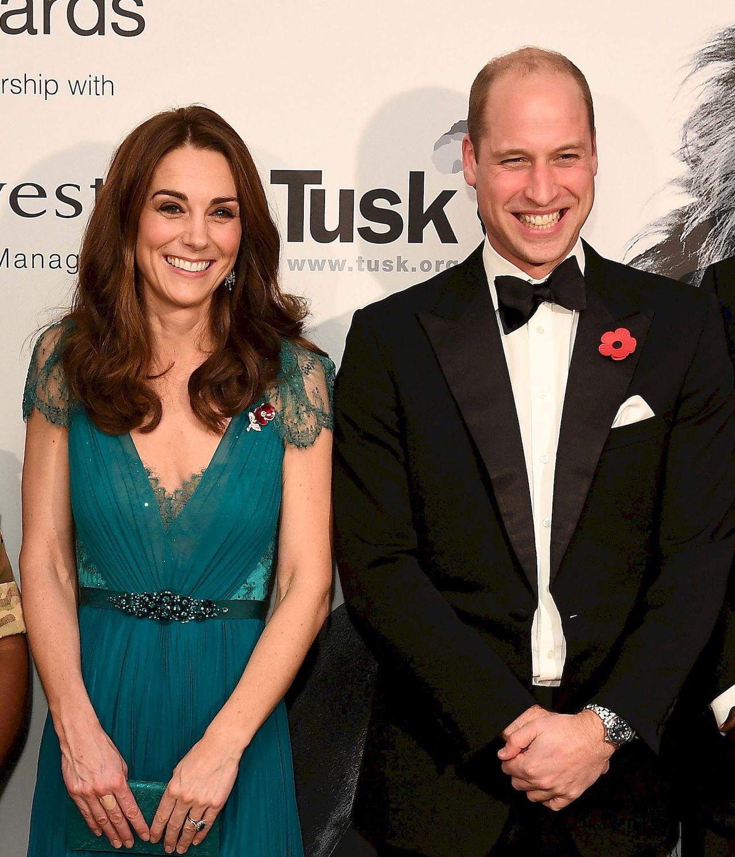 Księżna Kate kusi DUŻYM dekoltem na gali (ZDJĘCIA)