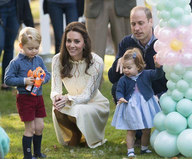 Ten prezent dla księcia George'a wywołał u Kate i Williama lekki niepokój