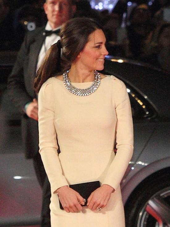 Kate Middleton zebrała pochwały za sukienkę (FOTO)