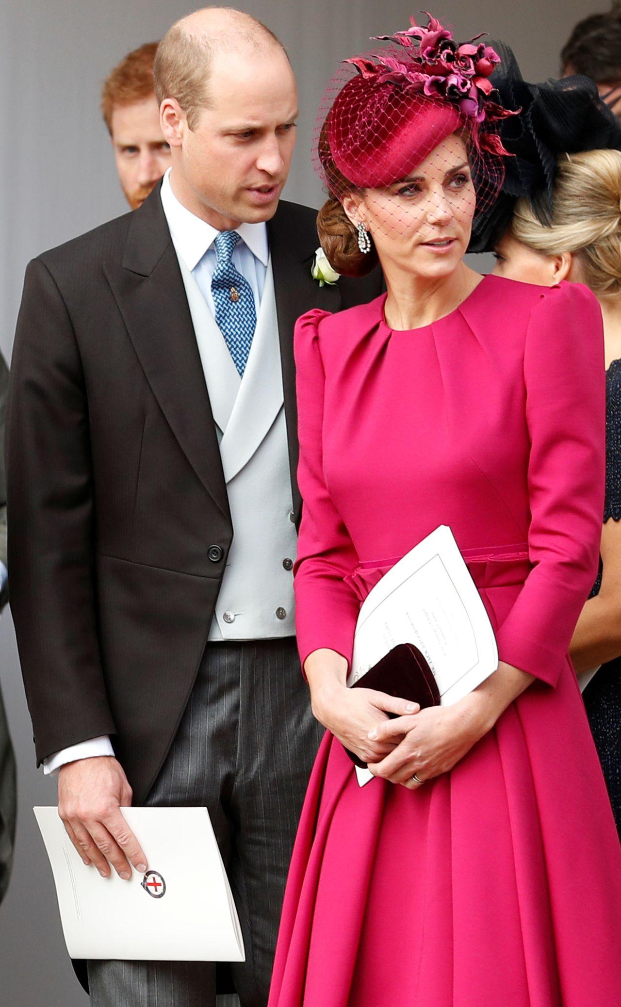 Rodzina królewska porozumiewa się za pomocą grupowego CZATU